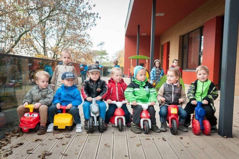Děti na motorkách v Mateřské škole Paleček
