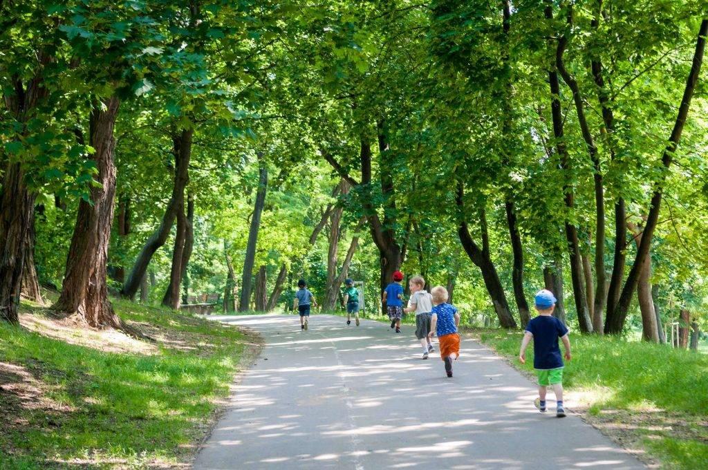 Pražský park a děti z Mateřské školy Paleček